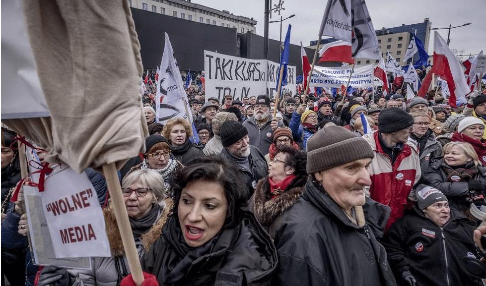 Stoppa EU bidragen till kvinnofientliga Polen